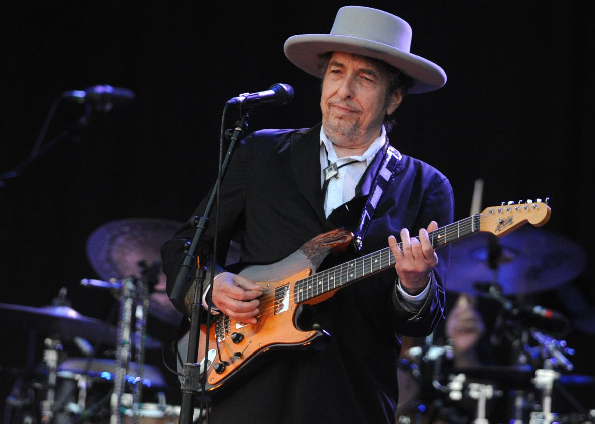 US-legend-Bob-Dylan-performs-on-stage-du.jpeg.CROP.promo-xlarge2